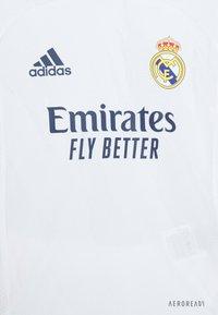 adidas Performance - REAL MADRID AEROREADY SPORTS FOOTBALL MINIKIT SET - Sports shorts - white - 3