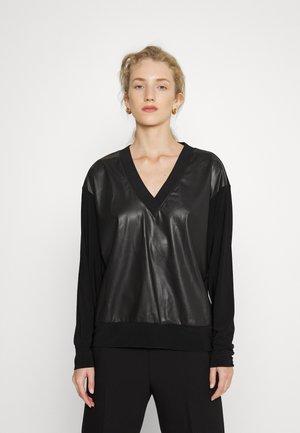 V NECK FRONT - Long sleeved top - black