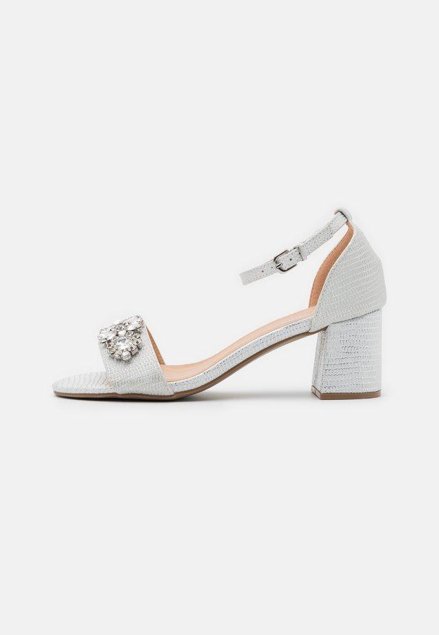 SAVOY - Sandalen - white shimmer