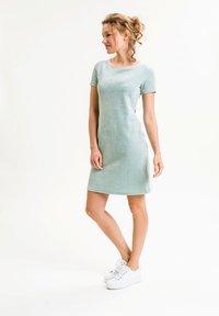 UVR Berlin - ELININA - Jersey dress - hellgrün - 2