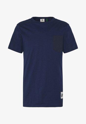 CONTRAST PKT R T  - Print T-shirt - imperial blue
