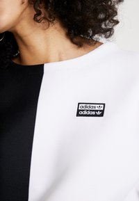 adidas Originals - R.Y.V. CREW LONG SLEEVE PULLOVER - Strikkegenser - black/white - 6