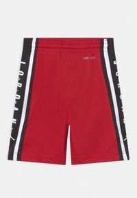 Jordan - AIR - Sports shorts - gym red - 1