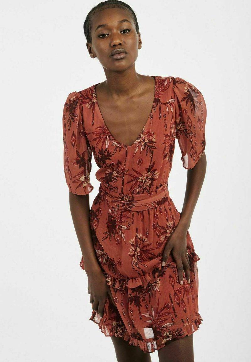 NAF NAF - Sukienka letnia - brown