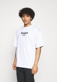 Karl Kani - RETRO TEE UNISEX  - Print T-shirt - white - 0