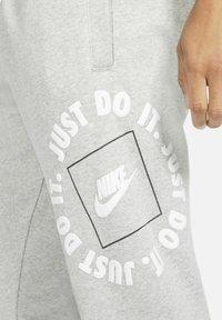 Nike Sportswear - Träningsbyxor - dark grey heather/iron grey - 4