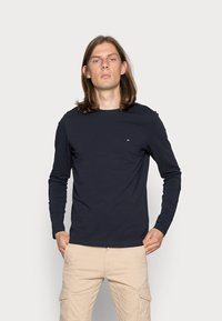 Tommy Hilfiger - STRETCH SLIM FIT LONG SLEEVE TEE - T-shirt à manches longues - blue - 0
