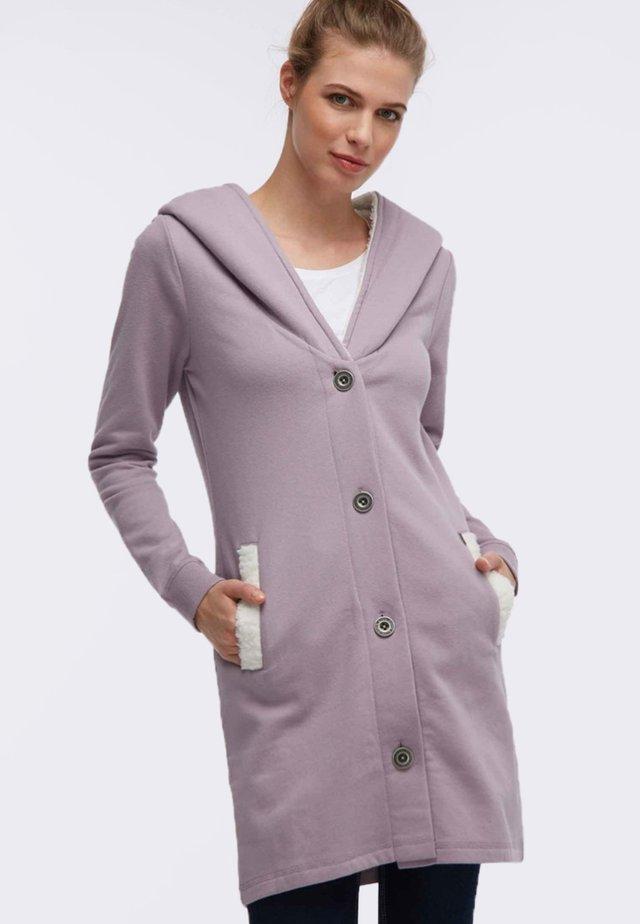 Krótki płaszcz - light pink