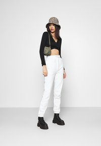 BDG Urban Outfitters - SEAMLESS BALET WRAP - Long sleeved top - black - 1