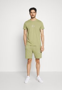 Tommy Hilfiger - ARCH TEE - Print T-shirt - green - 1