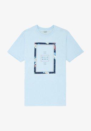 TUCKED - Print T-shirt - coastal