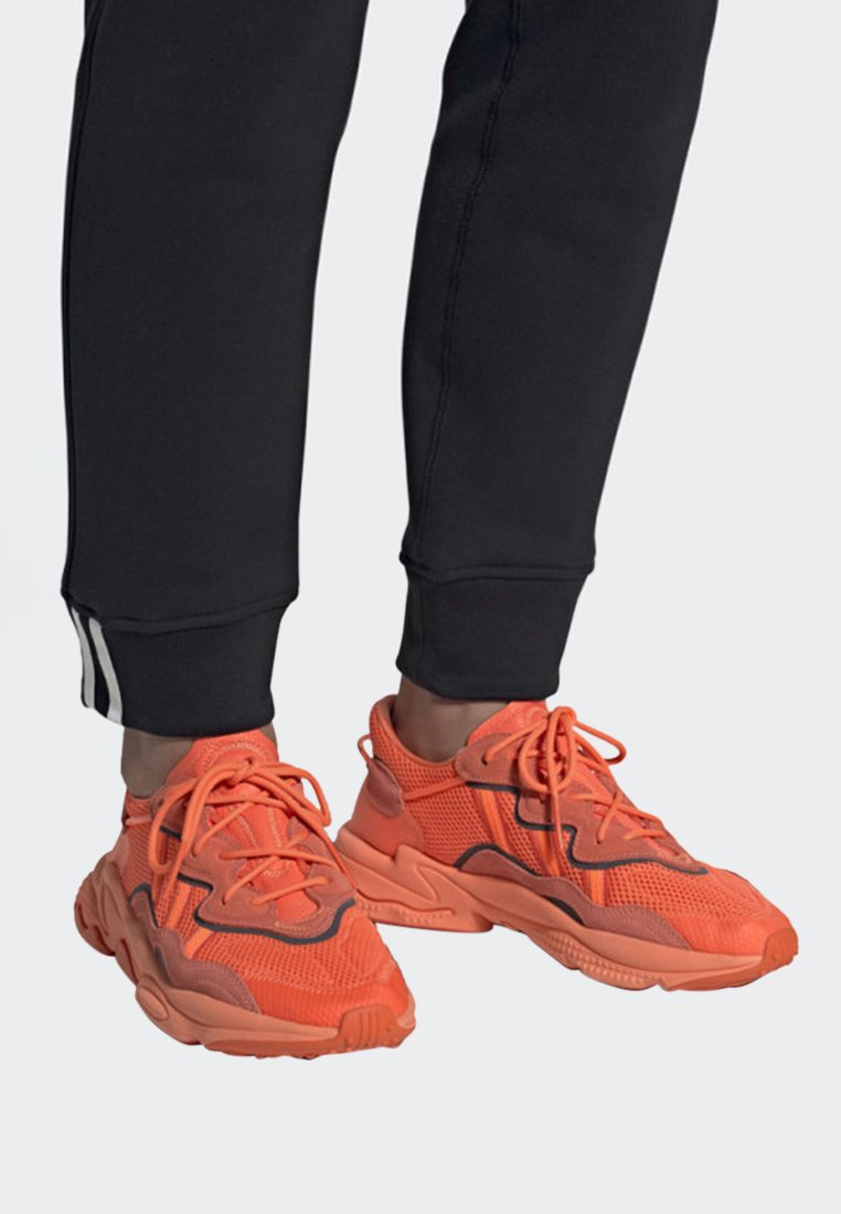 adidas Originals - OZWEEGO SHOES - Trainers - orange