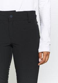 Roxy - CREEK SHORT - Zimní kalhoty - true black - 6