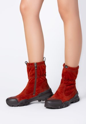 Winter boots - terracota