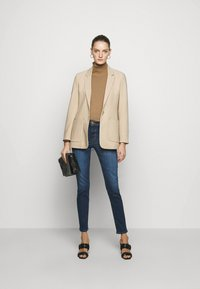 J Brand - HIGH RISE CROP CIGARETTE - Straight leg jeans - arcade - 1
