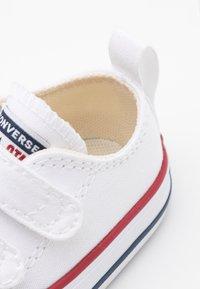 Converse - CHUCK TAYLOR ALL STAR UNISEX - Zapatillas - white/garnet/navy - 5