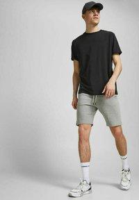 Jack & Jones - 2 PACK - Shorts - black, mottled black, grey - 4