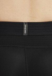 Nike Performance - Korte sportsbukser - black/white - 5