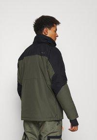 Brunotti - TRISTIN MENS JACKET - Snowboardová bunda - pine grey - 3