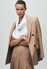 Massimo Dutti - Pleated skirt - nude - 3