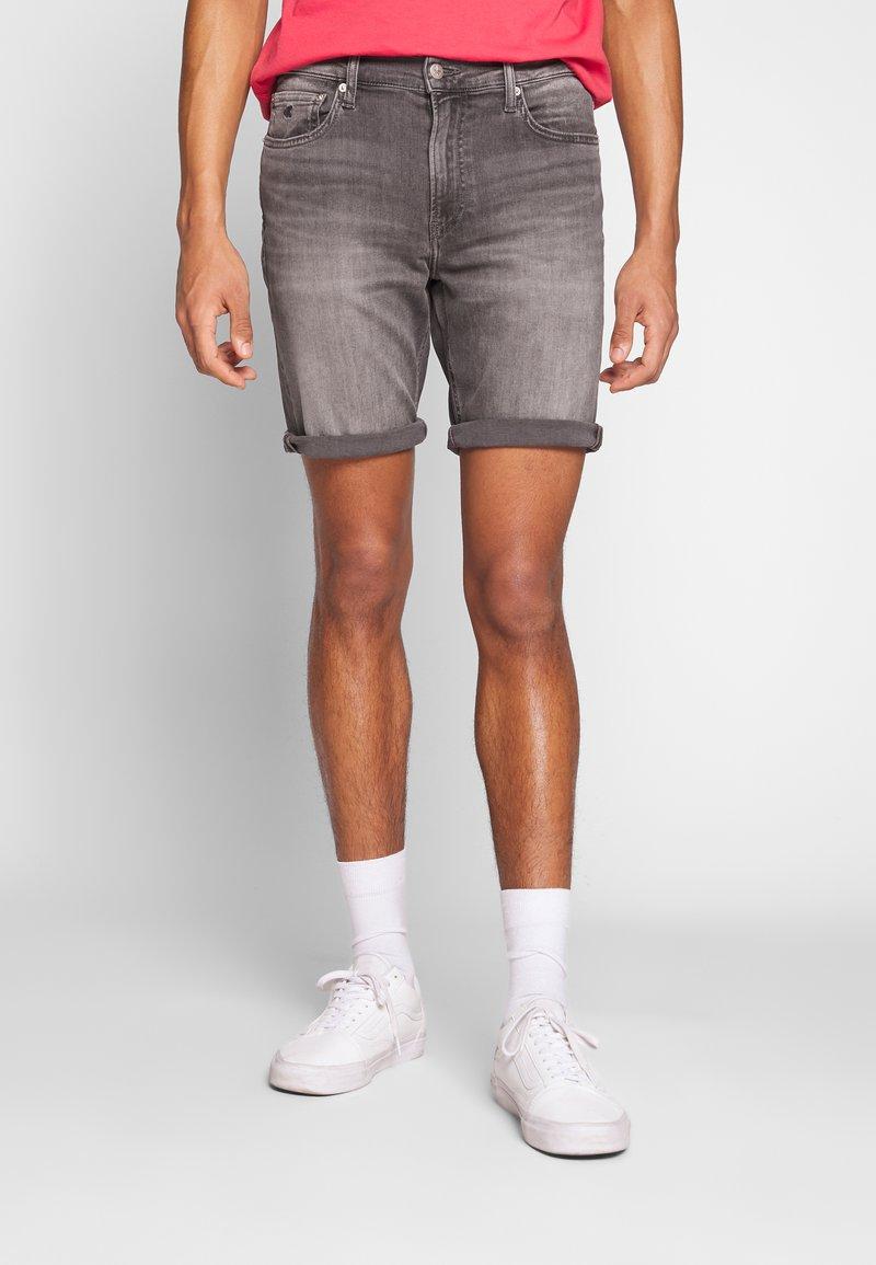Calvin Klein Jeans - Jeansshort - light grey