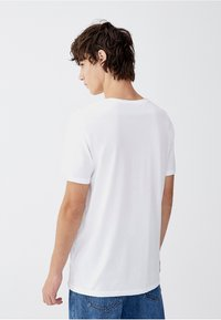 PULL&BEAR - Basic T-shirt - white - 2