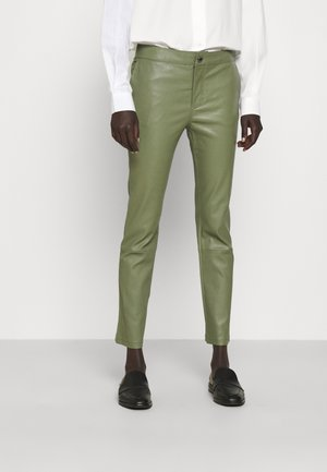 LEYA - Spodnie skórzane - olivine