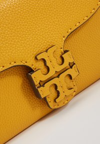Tory Burch - MCGRAW CROSS BODY - Borsa a tracolla - daylily - 2
