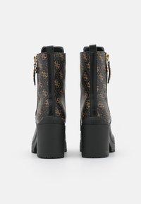 Guess - CABRA - Šněrovací kotníkové boty - brown/ocra - 3