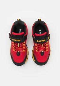 Hi-Tec - BLACKOUT LOW UNISEX - Trekingové boty - red/black/yellow - 3