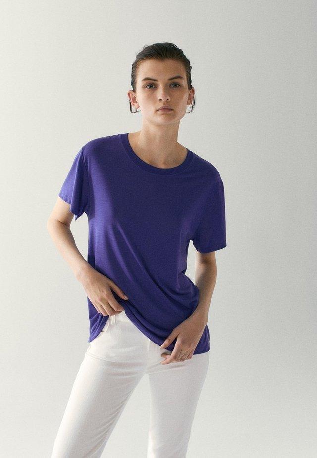 Basic T-shirt - dark purple