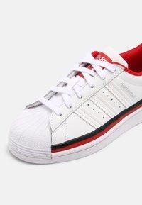 adidas Originals - SUPERSTAR UNISEX - Trainers - white/core black - 5