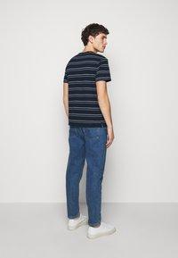 Club Monaco - STRIPE TEE - Print T-shirt - navy multi - 2