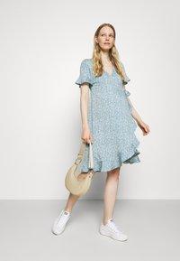 ONLY - OLMOLIVIA WRAP DRESS - Žerzejové šaty - dusk blue - 1