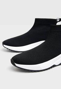 Bershka - Sneakers laag - black - 6