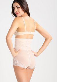MAGIC Bodyfashion - SUPER CONTROL - Shapewear - latte - 2