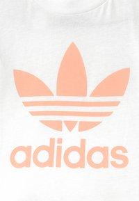 adidas Originals - SET UNISEX - Shorts - white/glow pink - 3