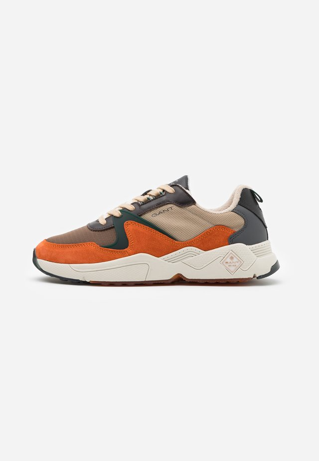 NICEWILL - Sneakers laag - burnt orange/dry sand