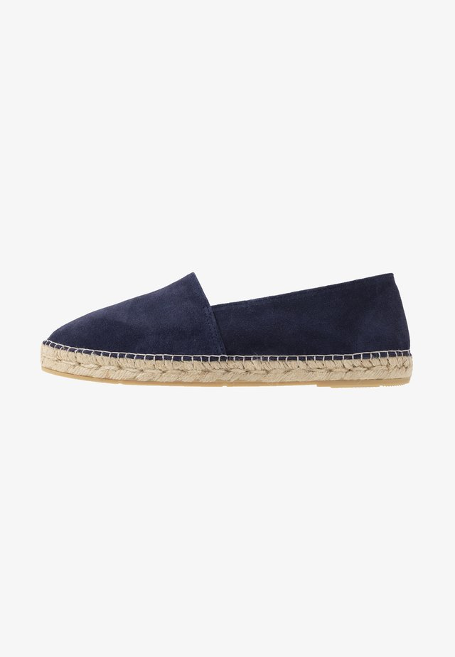 CLASSIC MEN - Loafers - marine