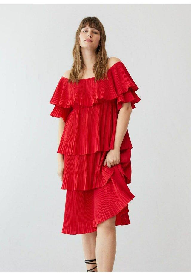 MIT PLISSIERTEN VOLANTDETAILS - Sukienka letnia - rot