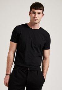 Phyne - THE ROUND NECK - T-shirt basique - black - 0