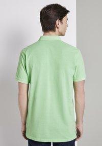 TOM TAILOR DENIM - POLOSHIRTS POLOSHIRT MIT PRINT - Polo shirt - soft neo green - 2