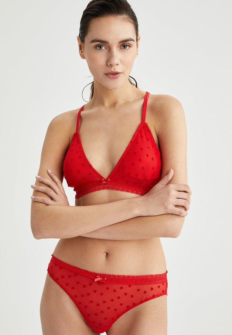 DeFacto - Triangle bra - red