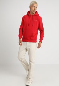Alpha Industries - BACK PRINT HOODY - Sweat à capuche - speed red - 1