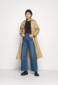 Calvin Klein Jeans - BACK REFLECTIVE LOGO TEE - T-shirts med print - black - 1
