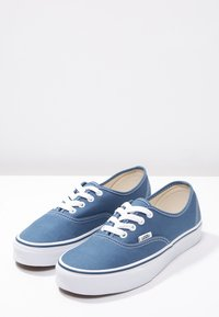 Vans - AUTHENTIC - Skateboardové boty - navy - 2