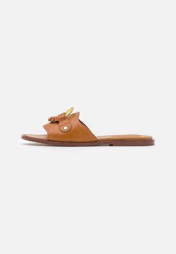HANA - Pantofle - tan