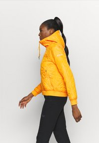 Columbia - SWEET VIEW™ INSULATED - Blouson - bright marigold - 3