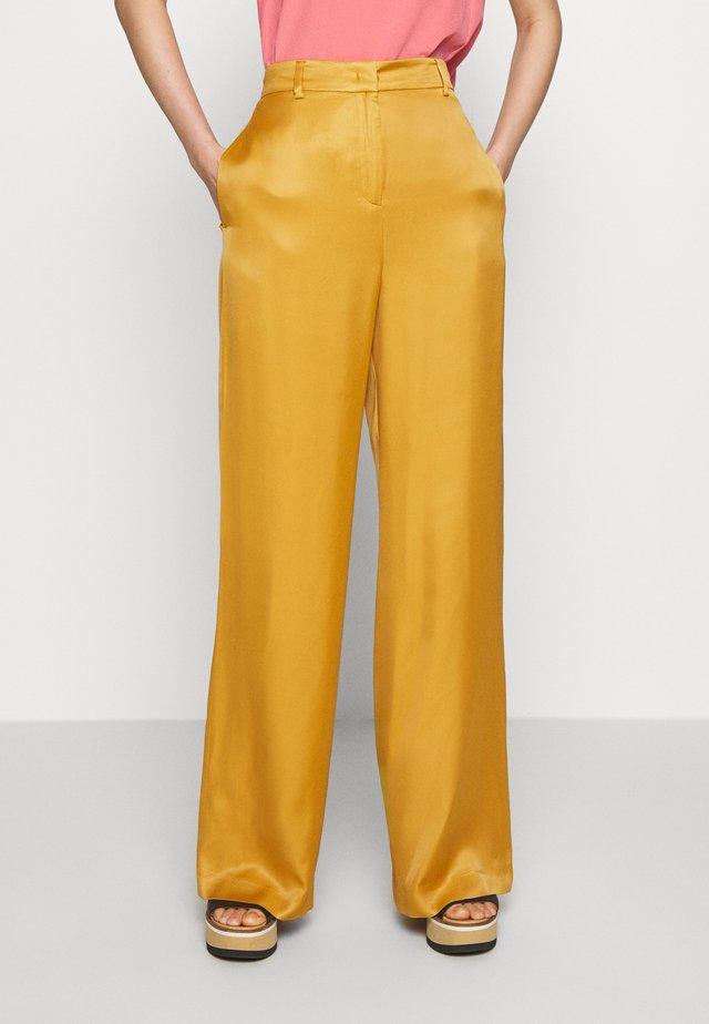 PECHINO - Spodnie materiałowe - mustard