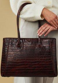 Isabel Bernard - Handbag - braun - 0